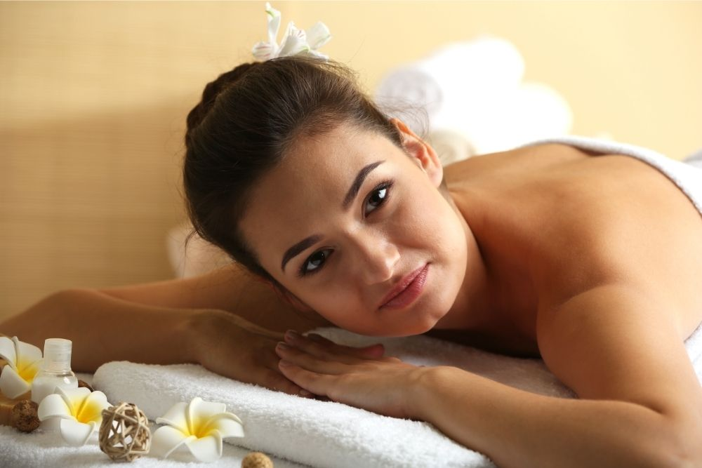 What is the difference between a salon and a spa